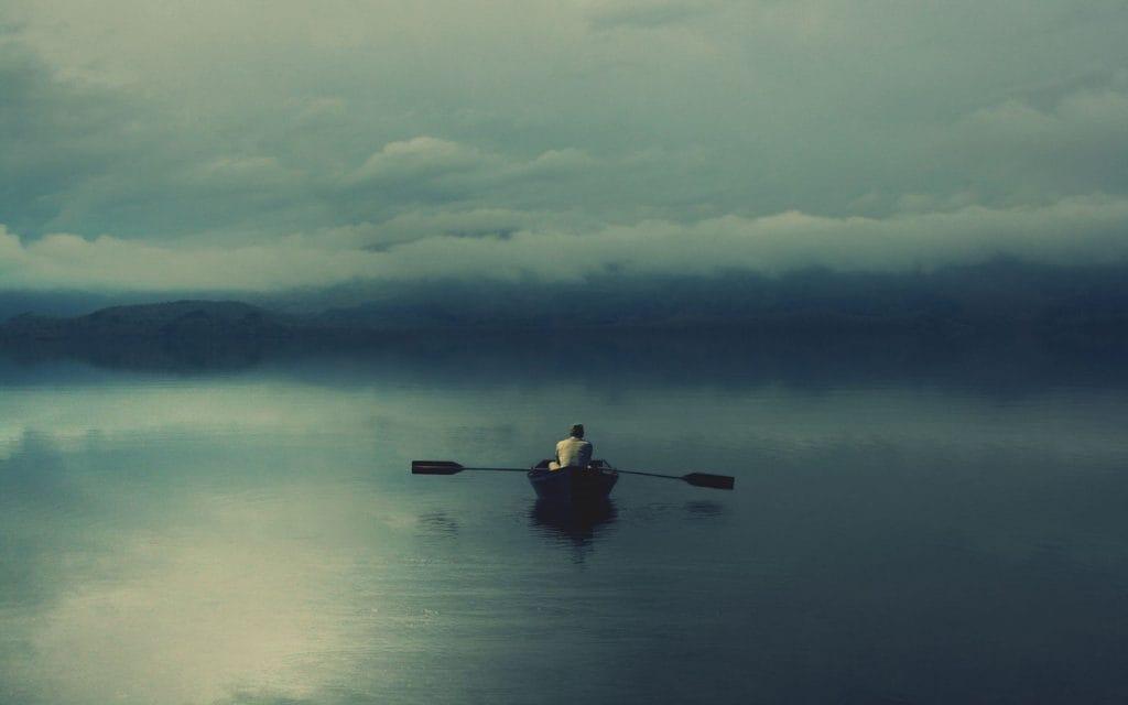 На фото – одиночество